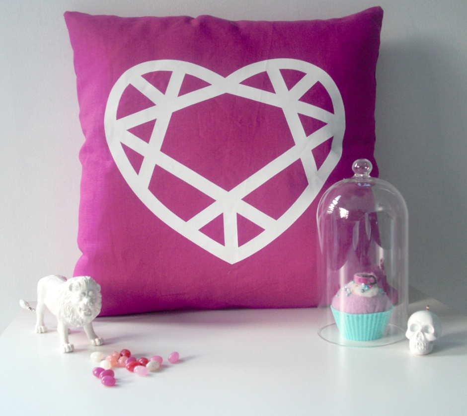 white-heart-on-fuchsia-styling-2-WEB